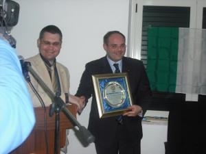Massimiliano Ferrara riceve il premio Don Spanò