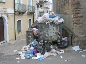degrado mancanza raccolta rifiuti
