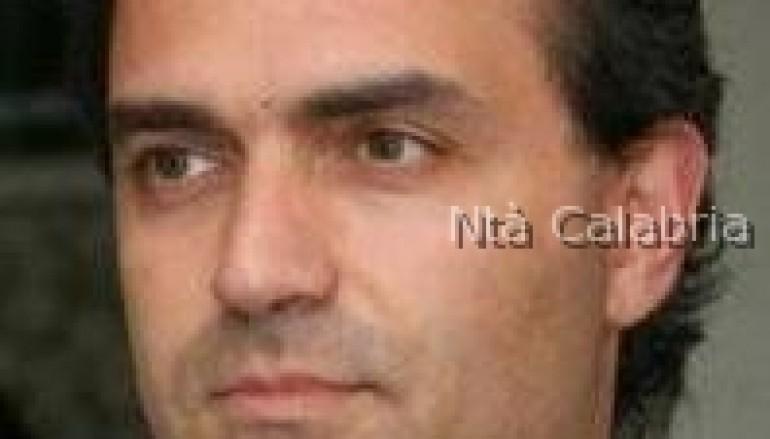 Catanzaro, imbrattata la targa di De Magistris