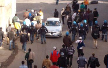Rosarno, scontri tra abitanti e forze dell'ordine