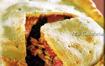 Pitta chicchiuliata (pizza con pomodoro e tonno)