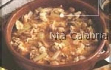 Minestra con cardi selvatici e patate
