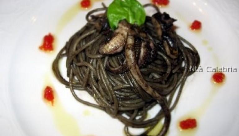 Spaghetti piccanti al nero di seppia