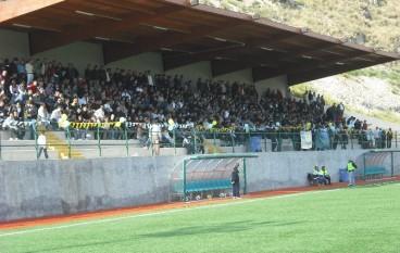"""Melito, Stadio """"Spinella"""": inagibili spogliatoi lato est e tribuna lato ovest"""