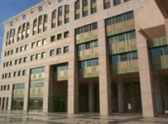 Tribunale di Reggio Calabria, 50enne si taglia le vene
