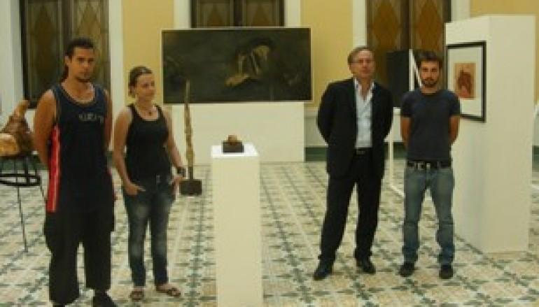 """Verduci si congratula con gli artisti per la mostra d'arte contemporanea """"I bleed"""""""