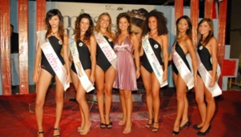 Nicoletta Gattuso vincitrice di Miss Mondo Italia a Melito Porto Salvo (Rc)