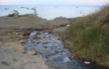 """Lazzaro (RC), """"Acque balneabili e potabili e spiaggia da SOGNO"""" per abbindolare il turista."""