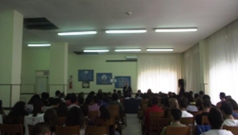 """Villa San Giovanni (RC), gli studenti dell'Ipalb ospitano la """"carovana della legalità"""""""