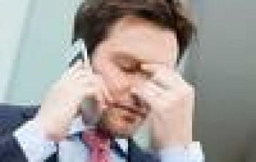 Cassazione: è lecito fare telefonate private brevi dal cellulare aziendale