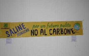 Saline Joniche (RC), tra i partecipanti anche molti studenti contrari alla centrale a carbone