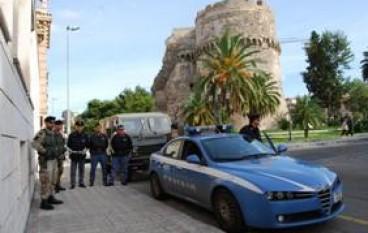 Reggio calabria, marocchino ubriaco tenta di investire militari a difesa degli obiettivi giudiziari, arrestato dalla Polizia