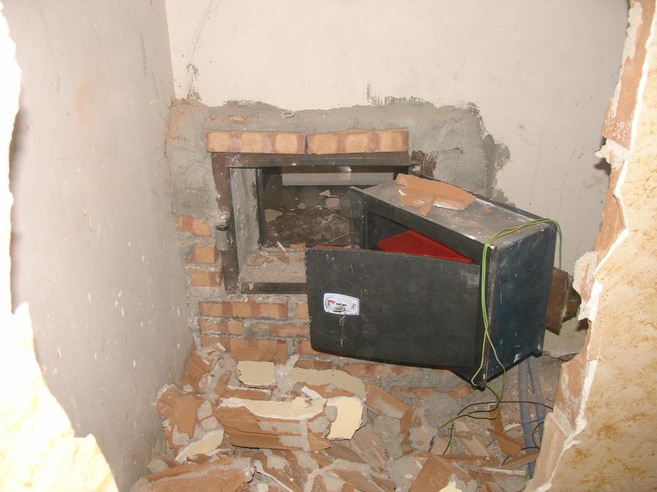 Rosarno rc scoperti due bunker - Nascondere soldi in casa ...