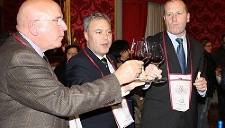 Il vino prodotto in Provincia? Colore ROSSO COSENZA!!