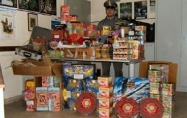 Gioia Tauro (RC), GdF sequestra oltre 3 quintali di fuochi d'artificio