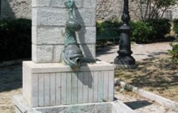 """Omar Minniti (Prc): """"Che fine ha fatto la fontana monumentale di Piazza Castello?"""""""