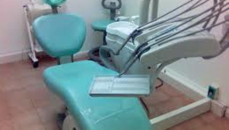 Vibo Valentia, rubavano denti ai morti per rivenderli