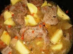 Spezzatino di manzo con patate e funghi