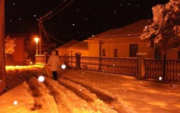 Fine settimana di neve in Aspromonte. Oltre 20 cm nel cuore del centro storico di Bova