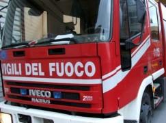 Sorpreso ad appiccare fuoco ad auto: arrestato