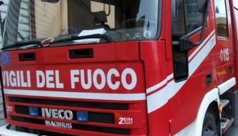 Incendio a Melito Porto Salvo nel Palazzetto dello Sport