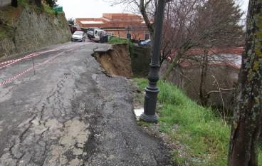 Bova (RC), ondata di maltempo, nel centro storico crolla il primo tratto della circonvallazione nord