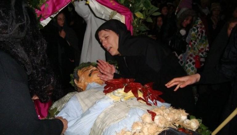 San Costantino di Briatico (VV) celebra il Carnevale tradizionale tra i fumi piccanti di peperoncino