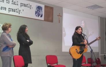 """Locri (RC), Paola Turci ha tenuto una lezione-concerto al Liceo Scientifico """"Zaleuco"""""""