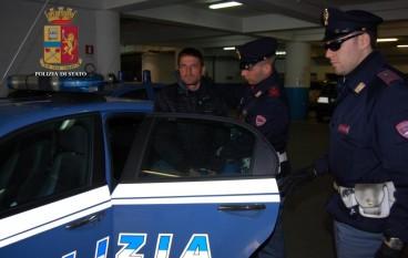 Reggio Calabria, ruba un'auto e tenta la fuga. Nomade arrestato dalla Polizia