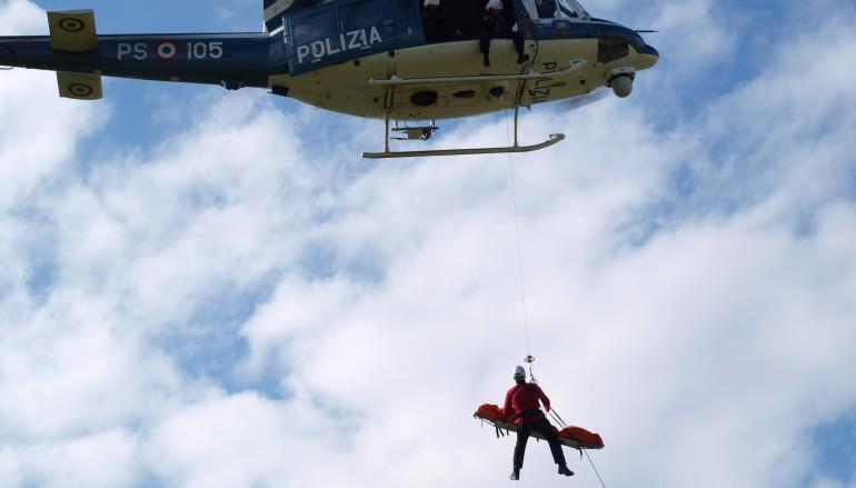 Il personale del V Reparto Volo di Reggio Calabria salva rocciatore a Giampilieri Superiore (ME)