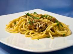 Spaghetti con conserva di bianchetti