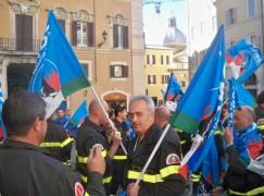 I Vigili del Fuoco della Calabria hanno protestato a Roma per chiedere l'ingresso nel Comparto Sicurezza