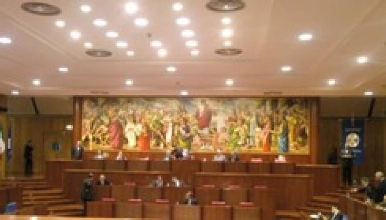 Reggio Calabria: Crolla il tetto del Consiglio Regionale