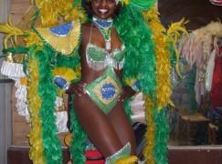 I colori del carnevale brasiliano invadono Catanzaro
