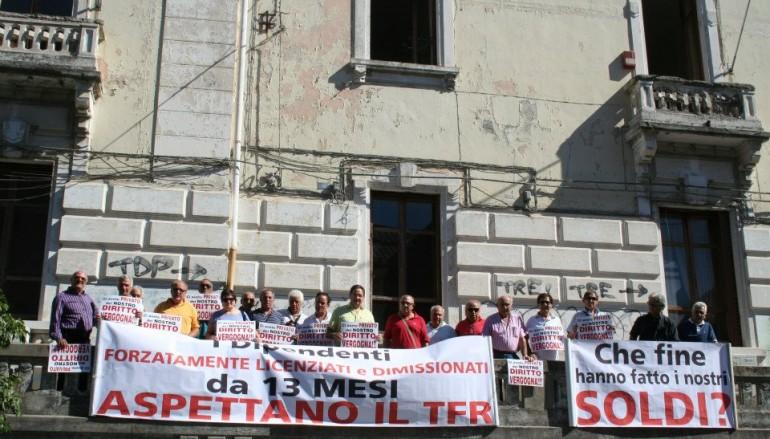 Manifestazione degli ex dipendenti delle Ferrovie della Calabria