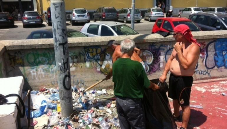 """I Volontari di """"Catanzaro in Movimento"""" ripuliscono il campetto nell'area Teti"""
