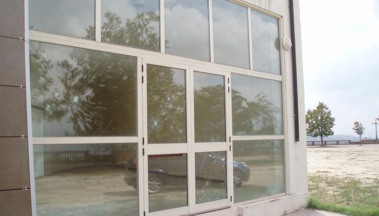 Vandali in azione a Bisignano (CS), rotte le vetrate del Museo della Liuteria