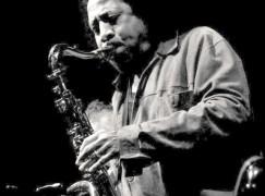Il jazz-rock partenopeo di James Senese arriva Crotone