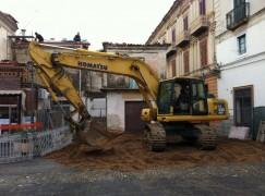 Rossano (CS), riqualificazione Corso Garibaldi, demolizione in corso