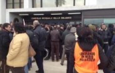 Manifestazione dei LSU-LPU calabresi davanti al Consiglio Regionale