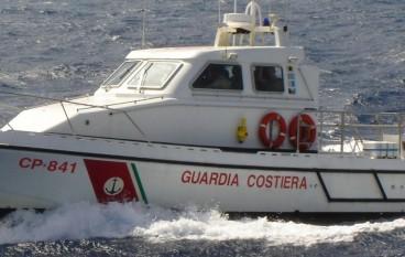 Diportista soccorso dalla Guardia Costiera al largo di Sibari
