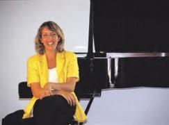 A Lamezia Terme musica ed immagini con la pianista Maria Pia Carola