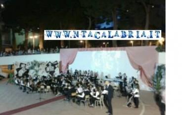 """Applausi al concerto di fine anno dell'IC """"De Amicis"""""""