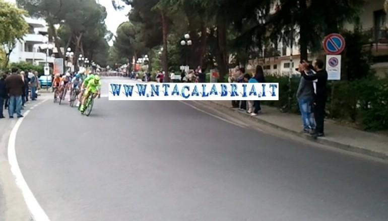 John Degenkolb vince la 5^ tappa del Giro d'Italia, video del passaggio da Rende
