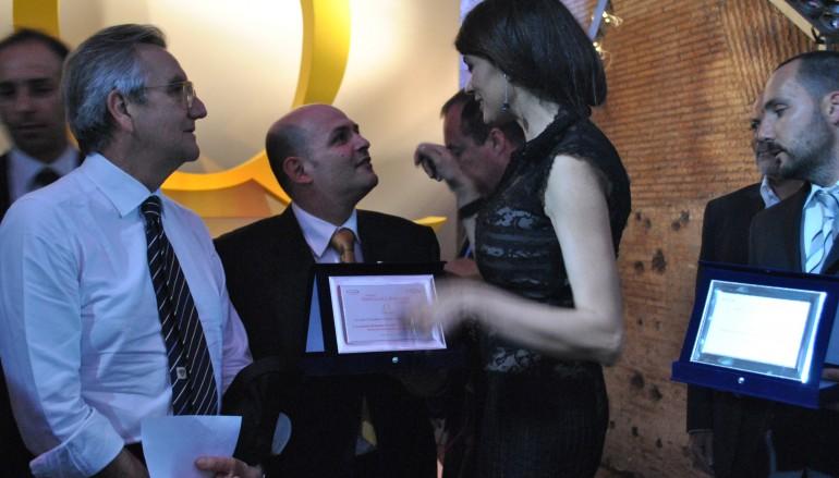 L'Accademia di Lazzaro premiata a Roma da Maria Grazia Cucinotta