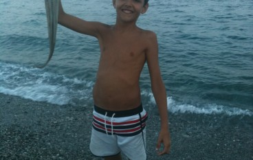 Annà di Melito Porto Salvo (RC), giovane pesca polpo di 2 Kg
