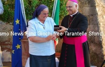 """Le foto della consegna del """"Pacchero d'Argento"""" a Suor Carolina Iavazzo"""