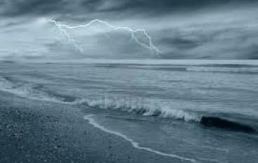 Giocavano durante temporale, bambini folgorati da fulmine