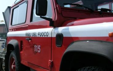 Incendiata isola ecologica a Petilia Policastro