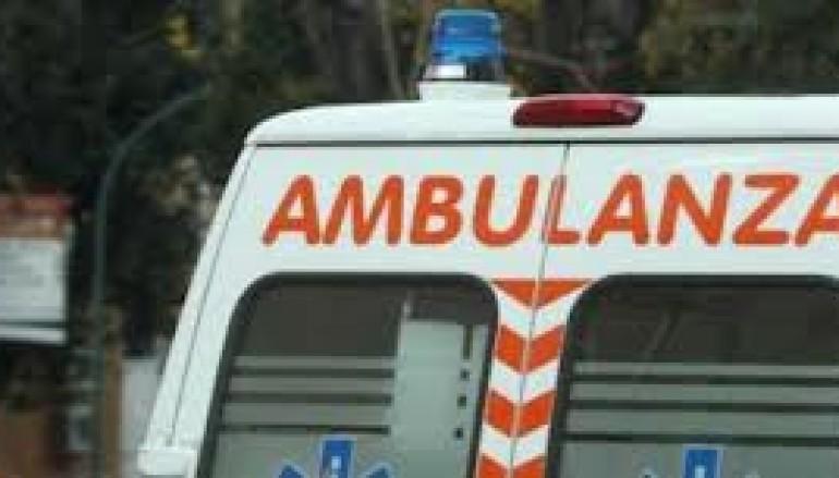 Polistena, furgone contro albero. Muore 24enne